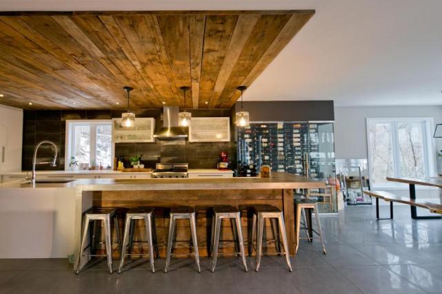 Anne-Marie Lacombe souhaitait une cuisine très moderne et... (PHOTO DAVID BOILY, LA PRESSE)
