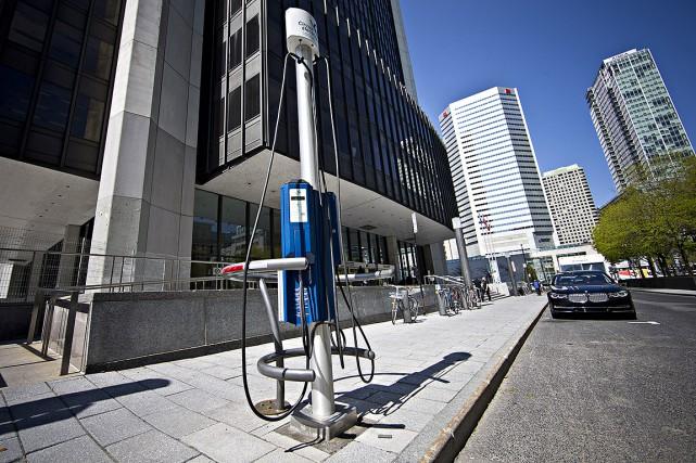 Sur cette photo, une borne de recharge pour... (La Presse photo Patrick Sanfacon)