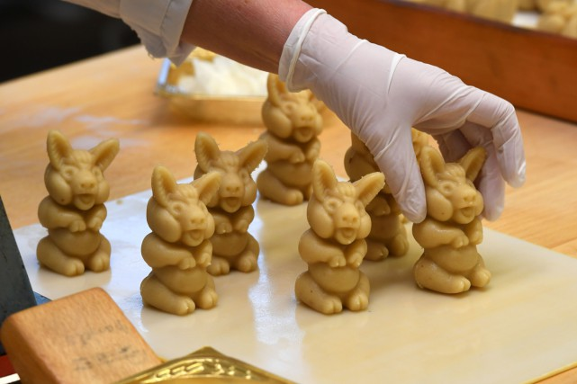 Très malléable, le marzipan peut être sculpté en...
