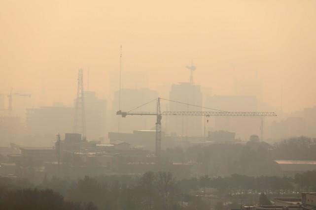 Le smog s'est encore épaissi à Téhéran, où... (photo : AFP)