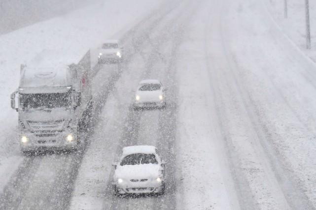 La neige et la glace peuvent compromettre la... (Photo archives AFP)