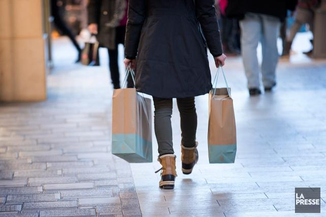 Quelque 40% des Canadiens déclarent qu'ils magasinent toujours... (PHOTO MARCO CAMPANOZZI, ARCHIVES LA PRESSE)
