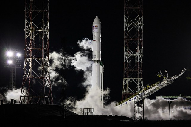 La fusée transportant le premier satellite angolais de... (Roscosmos space agency via AFP)