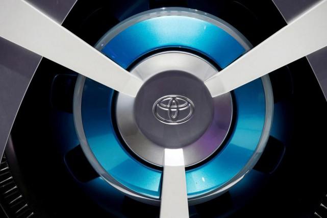 Toyota compte vendre 5,5 millions de véhicules hybrides... (photo jacky neagelen, archives reuters)