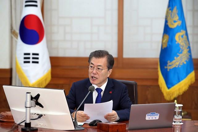 Le président sud-coréen Moon Jae-In, qui a toujours... (Kim Ju-hyoung, Yonhap via AP)