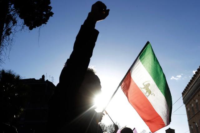 Les manifestants ne se comptent plus par centaines,... (AP)