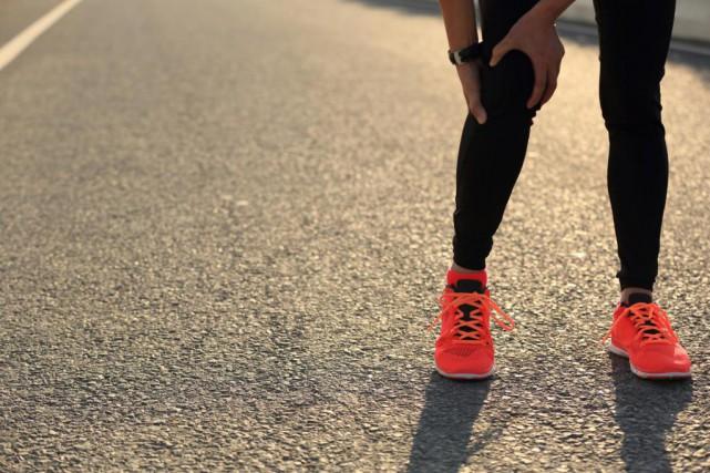 La douleur au genou est une blessure fréquente... (Photo Thinkstock)