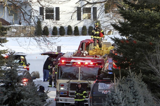 L'incendie se serait déclaré dans un bâtiment adjacent... (PHOTO AP)