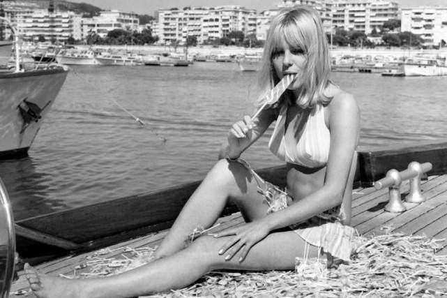 France Gall photographiée en vacances à Cannes en... (ARCHIVES AFP)