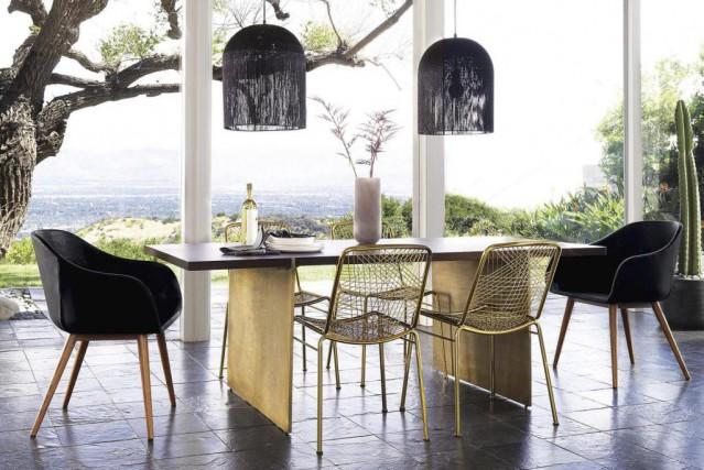 On peut ajouter des coussins sur les chaises... (PHOTO FOURNIE PAR CB2)