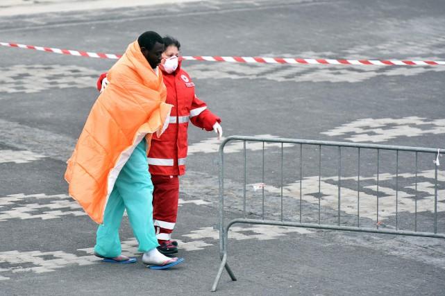 Des centaines de milliers de migrants ont été... (PHOTO AFP)