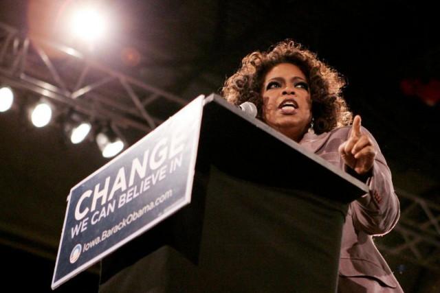 Oprah Winfrey lors d'un discours d'appui à Barack... (ARCHIVES REUTERS)