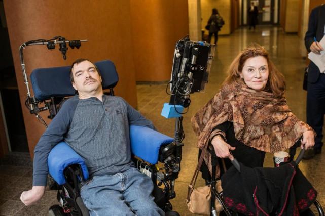 Jean Truchon et Nicole Gladu,deux personnes atteintes de... (Photo Edouard Plante-Fréchette, La Presse)