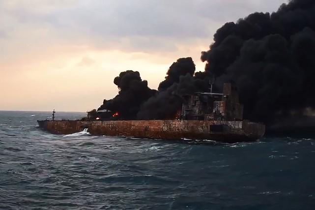 Les opérations de secours sont compliquées par la... (AFP)