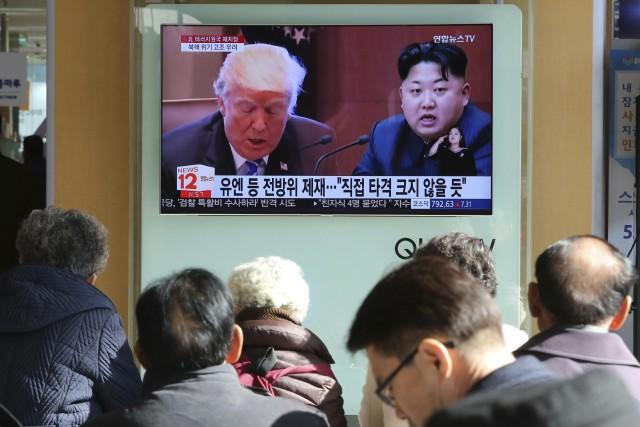 Donald Trump et Kim Jong-un apparaissent sur une... (PHOTO AP)