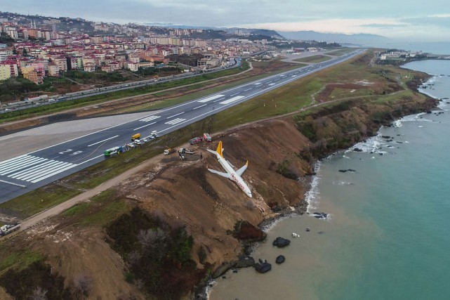 La cause de l'accident est inconnue pour l'instant,... (Photo AGENCE FRANCE-PRESSE/IHLAS NEWS AGENCY)