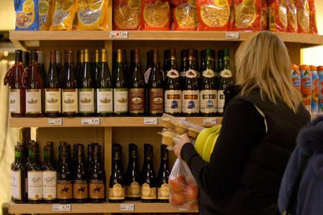 Les vins en épicerie sont toujours plus chers... (Photo Martin Chamberland, Archives La Presse)