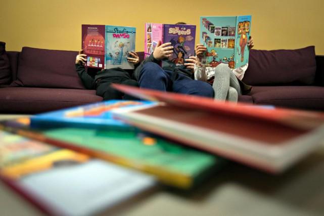 Bien des enfants ont reçu des bandes dessinées... (PHOTO OLIVIER JEAN, LA PRESSE)