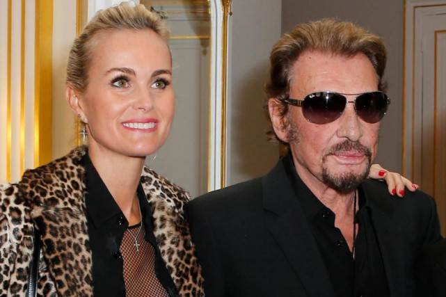 Laeticia et Johnny Hallyday en 2015... (Photo Jacques Brinon, archives Associated Press)