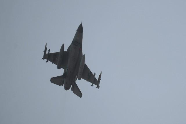 Un chasseur F-16 de l'armée turque.... (PHOTO ARCHIVES AP)