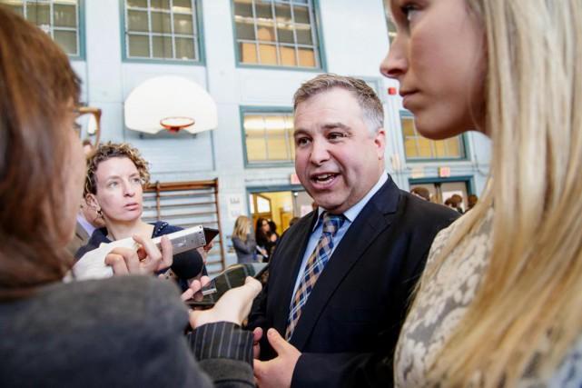 Le ministre de l'Éducation, Sébastien Proulx, martèle l'importance... (Photo Alain Roberge, La Presse)