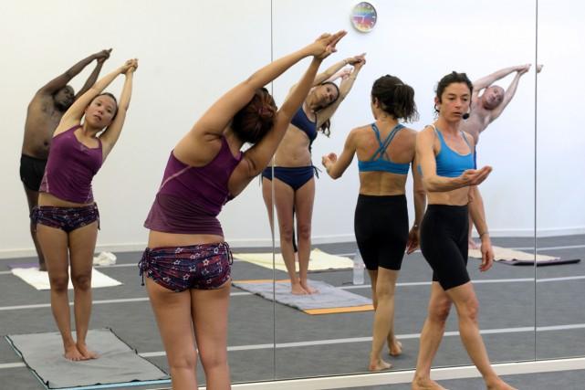 Ses adeptes transpirent-ils pour rien? A la mode ces dernières années, le yoga... (PHOTO ARCHIVES AFP)