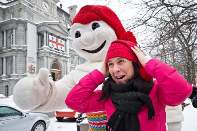 Bonhomme a offert à la mairesse Valérie Plante... (Photo Patrick Sanfaçon, La Presse)
