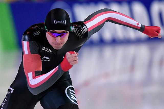 Il s'agit de la troisième médaille au 500m... (PHOTO JENS MEYER, ASSOCIATED PRESS)