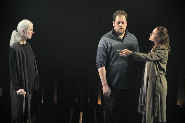 Lise Roy, Guillaume Cyr etCatherine-Anne Toupin dans La... (Photo Suzane O'Neill, fournie par le théâtre LA Licorne)