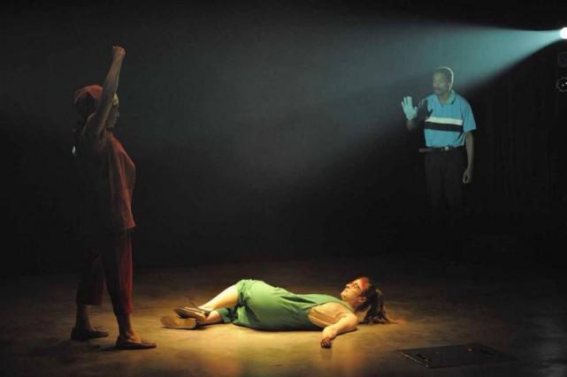 Macha Limonchik, Christine Beaulieu et Philippe Racine dans... (Photo Valérie Remise, fournie par le Théâtre d'Aujourd'hui)