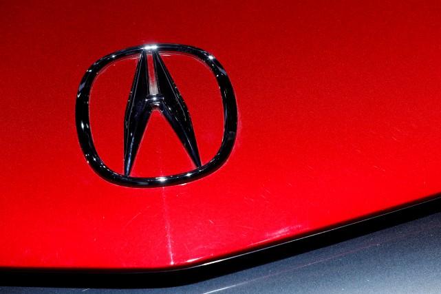 Une voiture portant l'écusson Acura lors du Salon... (photo : REUTERS)