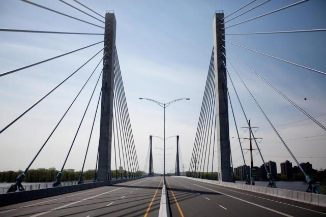 Le prix du péage du pont de l'A25... (PHOTO MARCO CAMPANOZZI, ARCHIVES LA PRESSE)