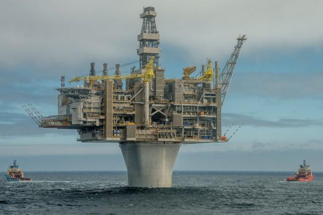 Une plate-forme pétrolière au large des côtes de... (PHOTO ARCHIVES REUTERS)