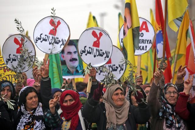 L'armée turque maintient son offensive en dépit des... (AFP)