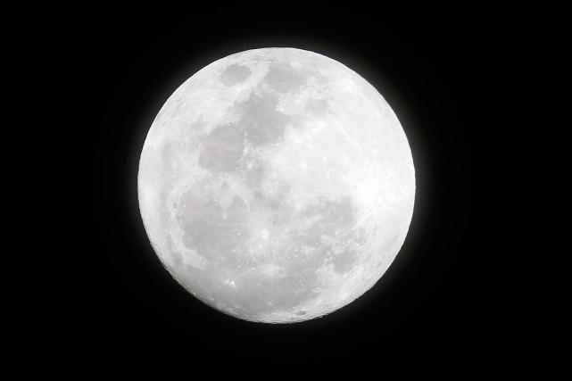 L'expression «Lune bleue» désigne une deuxième pleine Lune... (PHOTO BULLIT MARQUEZ, ARCHIVES ASSOCIATED PRESS)