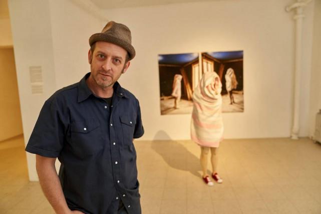 Jean-Robert Drouillard chez Art mûr, dans le cadre... (Photo André Pichette, La Presse)
