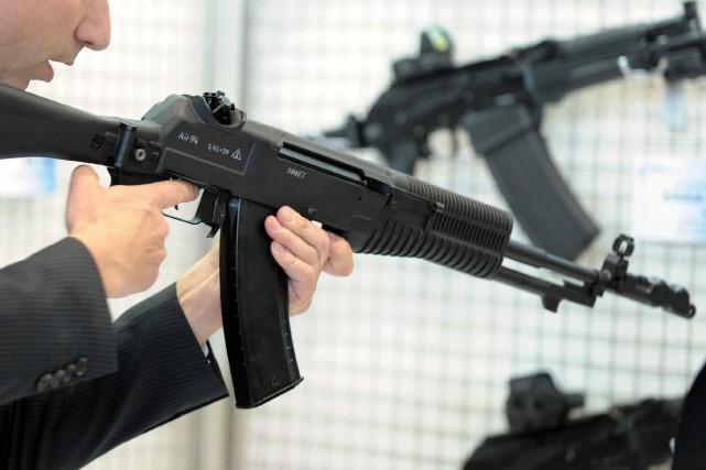 Un fusil d'assaut Kalachnikov.... (ARCHIVES AFP)