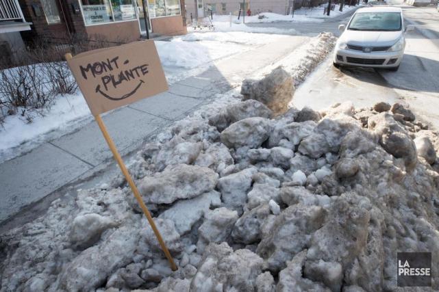 Un citoyen de Montréal a baptisé un monticule... (PHOTO PATRICK SANFAÇON, LA PRESSE)