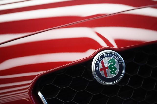 Le célèbre écusson Alfa Romeo pourrait orner bientôt... (photo : AFP)