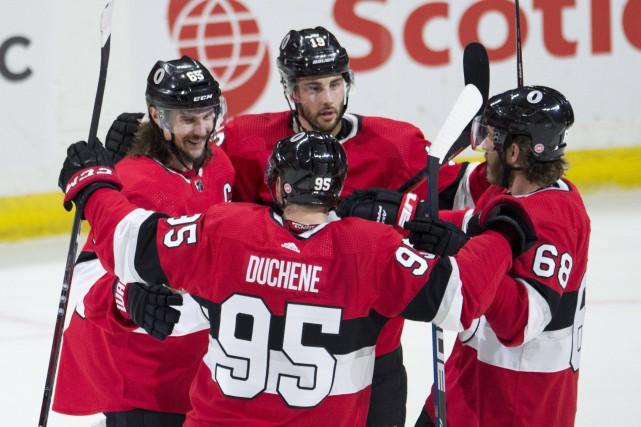Le but d'Erik Karlsson inscrit en prolongation met... (PhoTO Adrian Wyld, La Presse canadienne)