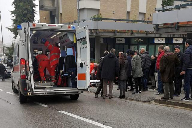 La fusillade aurait fait six blessés, dont quatre... (PHOTO GUIDO PICCHIO, AP/ANSA)