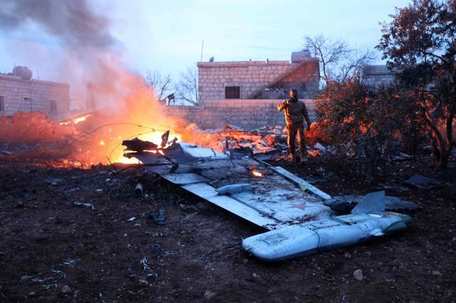 Dans le nord-ouest de la Syrie, des combattants... (Photo AFP)