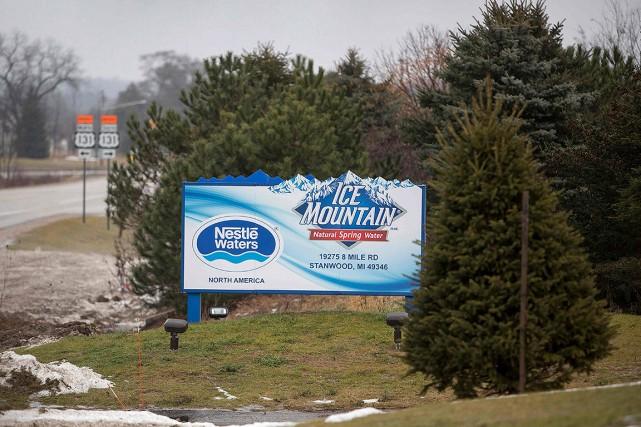 Nestlé pompe l'eau dans la région d'une petite... (Steven M. Herppich, AFP)