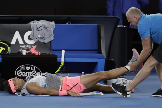 Rafael Nadal s'est blessé à la cuisse droite... (Photo Dita Alangkara, AP)