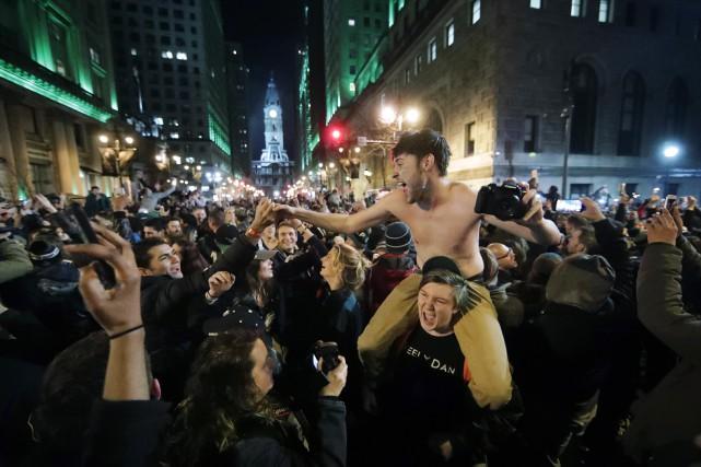 Des dizaines de milliers de partisans des Eagles... (Photo Matt Rourke, AP)