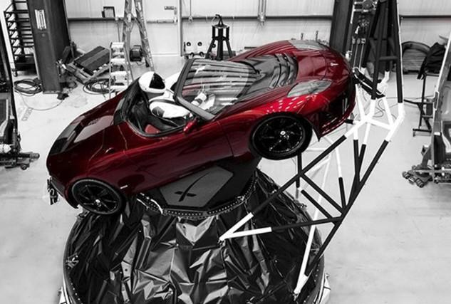 Un mannequin surnommé Starman a été installé au... (photo : AP)