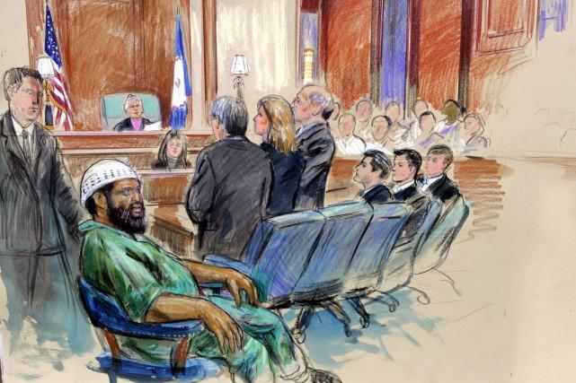 Ce croquis représente Zacarias Moussaoui, accompagné de ses... (archives AP)
