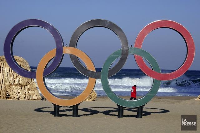 Les anneaux olympiques sont bien en vue au... (Photo Bernard Brault, La Presse)