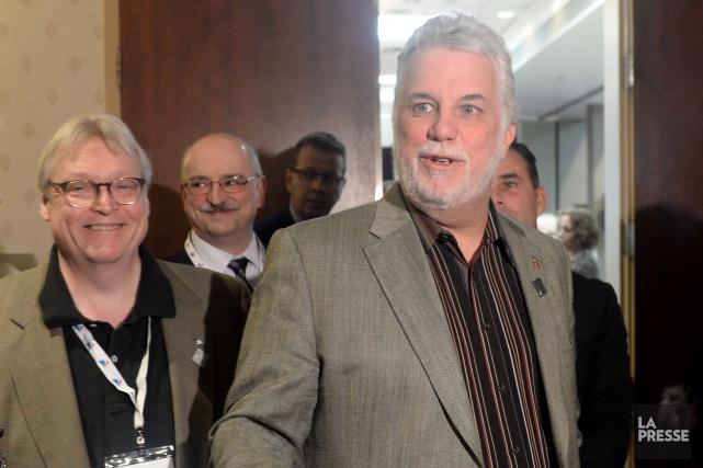 Le premier ministre Philippe Couillard (à droite) a... (Photo Bernard Brault, archives La Presse)