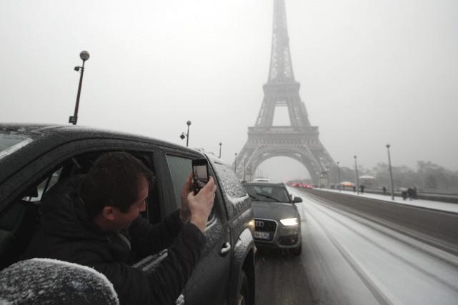 La tour Eiffel a été fermée mardi.... (Photo Francois Mori, Associated Press)
